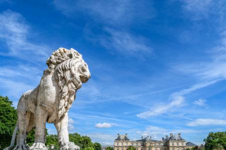 Jardin du Luxembourg einer der beiden Löwen