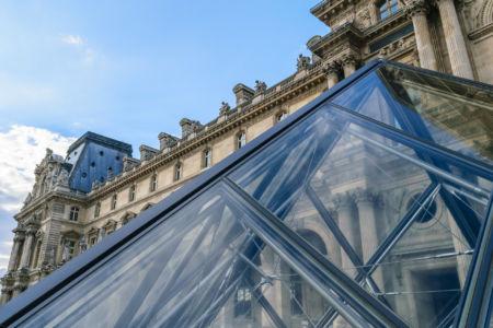 Musee du Louvre linker Flügel Glaspyramide
