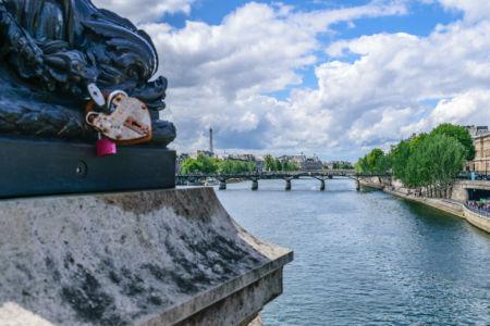 Blick von der Pont Neuf Brücke auf den Eiffelturm