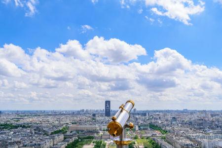 Weitblick vom Eiffelturm auf den Tour Montparnasse